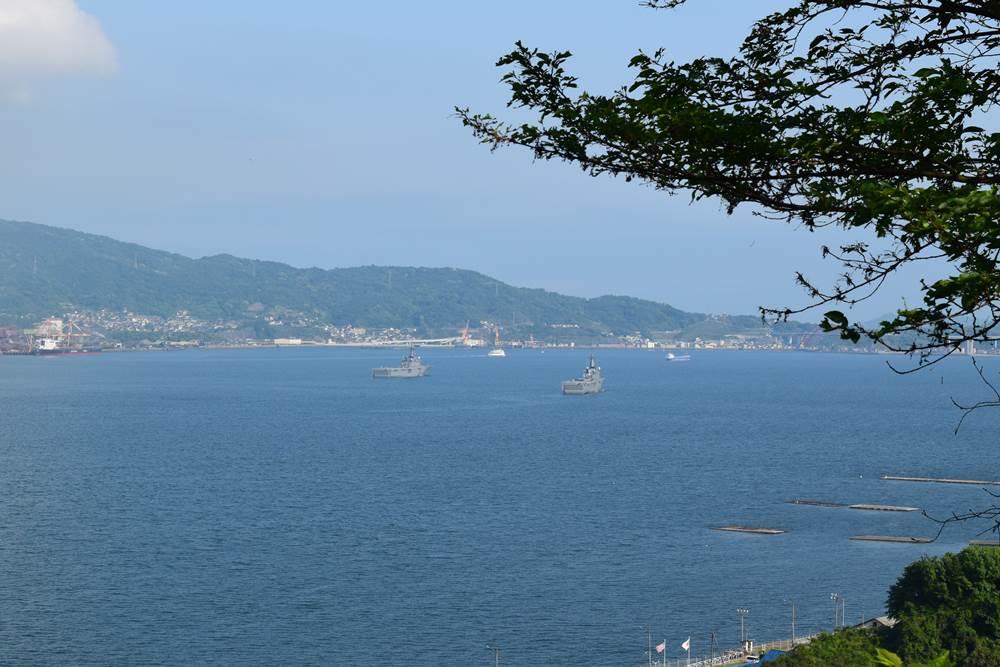 軍艦榛名の碑の丘からの景色
