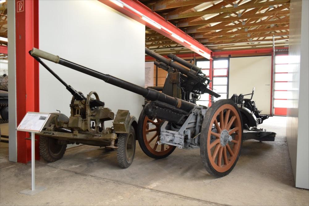 野砲と2cmFLAG